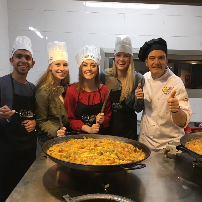HIEP recipients in Spain - Natalie Pitts and friends pose with a chef after preparing paella in Valencia